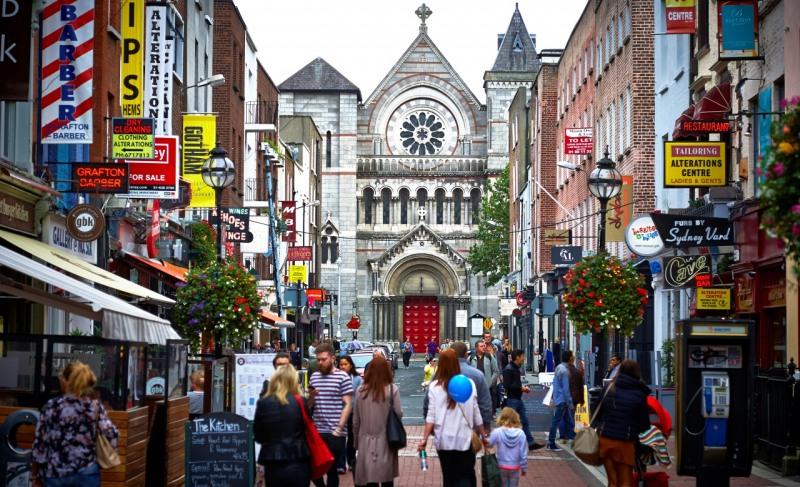 Екскурзия Уикенд в града на Гинес и леприконите-Дъблин - С включени закуски и вечери! Ако искате да поставите рекорд и да се запишете в книгата за рекорди на Гинес, няма как да Ви помогнем. Но ако желаете да видите родното място на една от най-популярните бири в света, то елате с нас на незабравимо преживяване в Дъблин, Ирландия. Ще останете впечатлени от гостоприемството на ирландците, вкусната храна и най-вече от разнообразието от напитки, които са станали символ на класа и качество.
