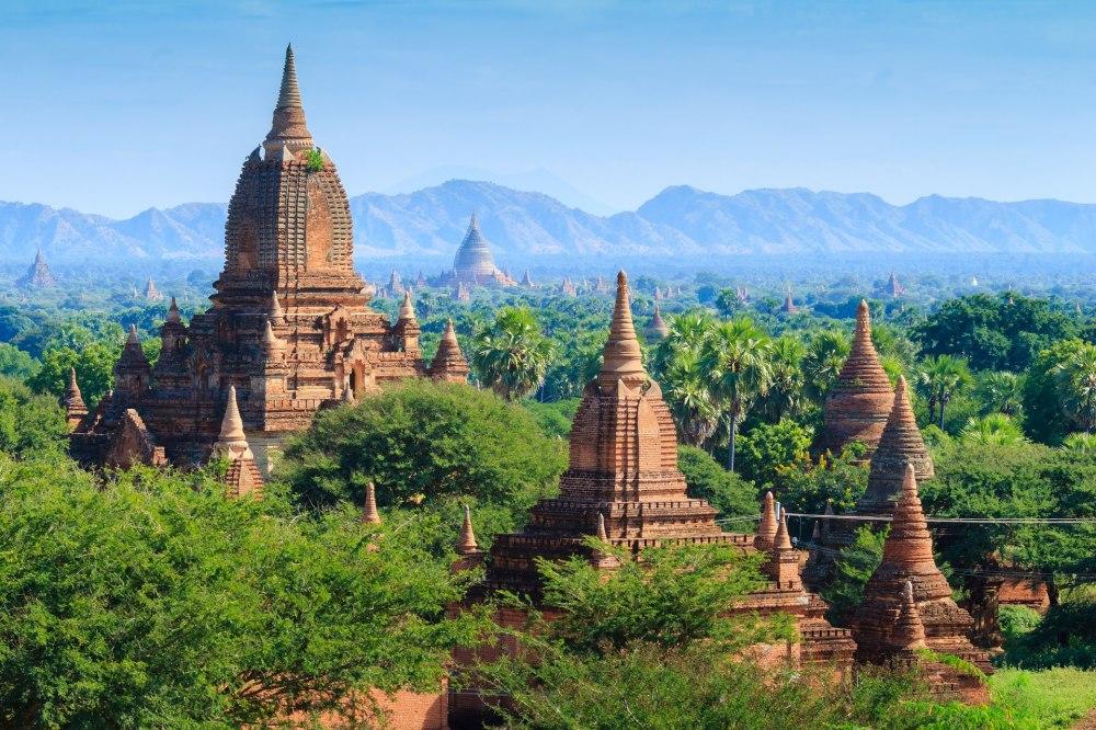 Екскурзия Мианмар - пътуване като никое друго - Храмове от злато и коприна от лотосови листа...По време на това пътешествие очите и сърцата ви ще се напълнят с впечатления, които няма да съберете никъде другаде по света. Тропическа зеленина и будистко спокойствие, по река Иравади ще изтекат всичките ви грижи. А за десерт – почивка под щедрото слънце на Изтока. И още много може да се разказва за Мианмар, но по-добре го вижте през собствения си поглед...!
