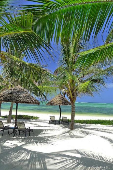 Почивка в Breezes Beach Club and Spa 5*