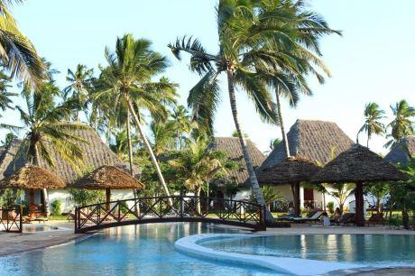 Почивка в Uroa Bay Beach Resort 4*